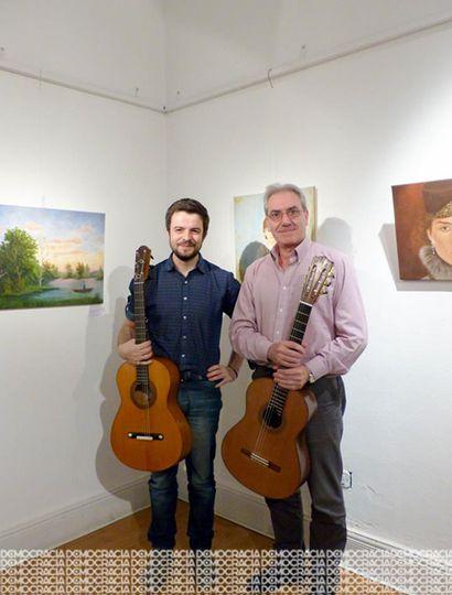 Cristian Guarinos y Hugo Sinde, apasionados por la música y la construcción de instrumentos antiguos.
