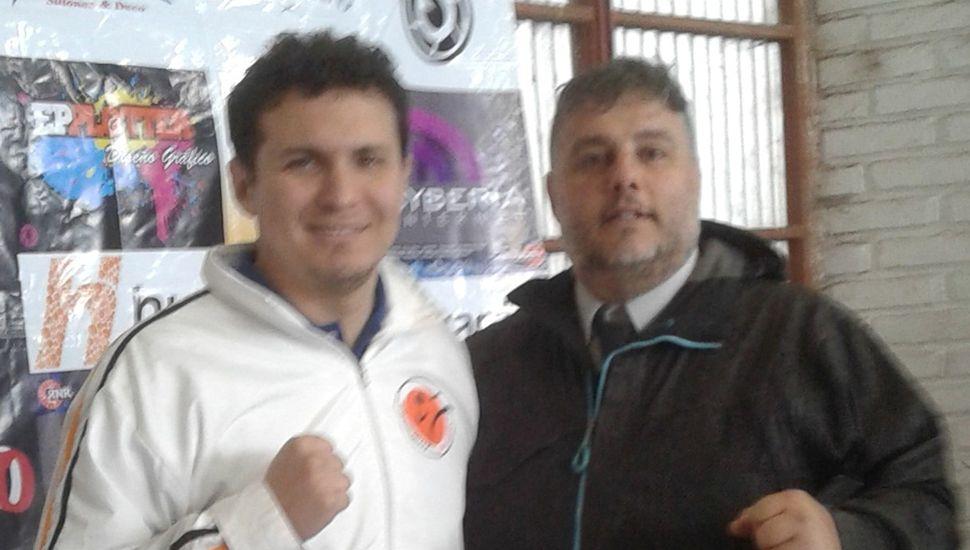 El profesor Nicolás Díaz junto al maestro Gabriel Cova (derecha).