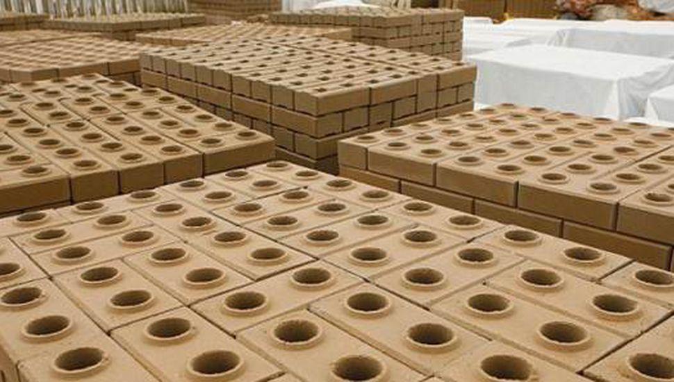 Charla técnica sobre elaboración de ladrillos ecológicos