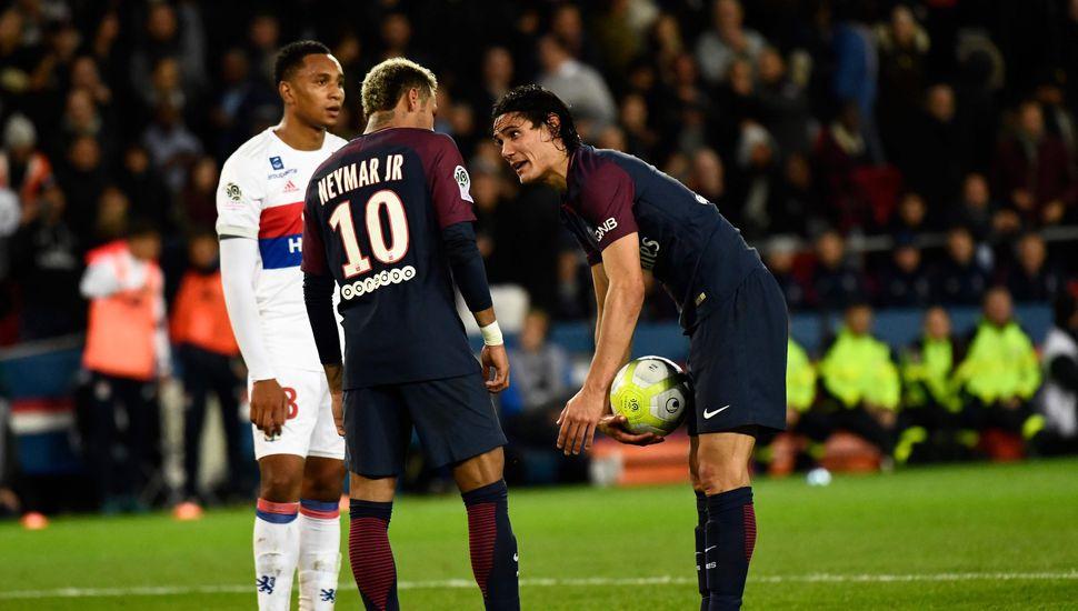 La inesperada discusión entre Neymar y Cavani por patear un penal