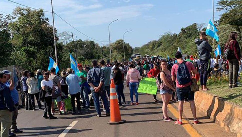 Piqueteros enfrentaron a los  golpes a turistas en Iguazú