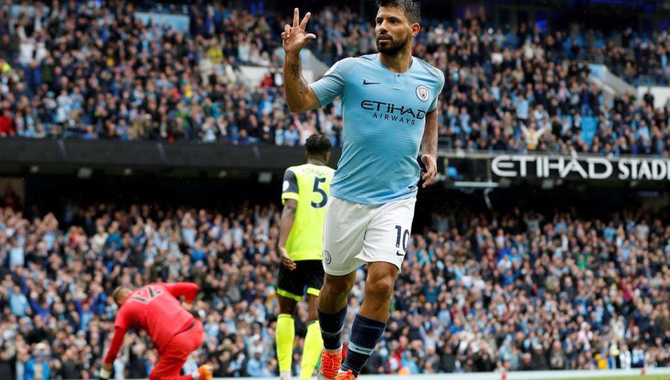 El Manchester City venció con un triplete de Agüero