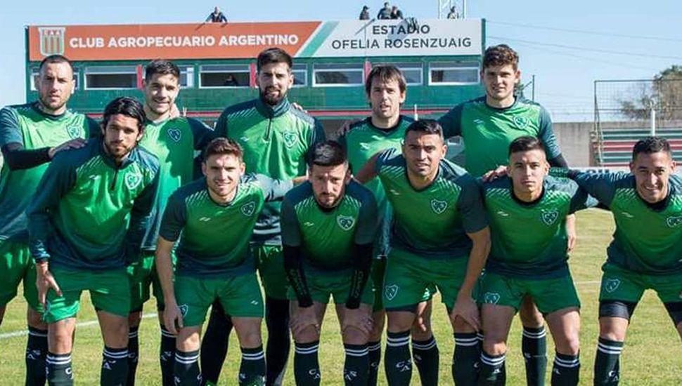 Equipo de Sarmiento de Junín que empató el primer partido de ayer, sin goles.
