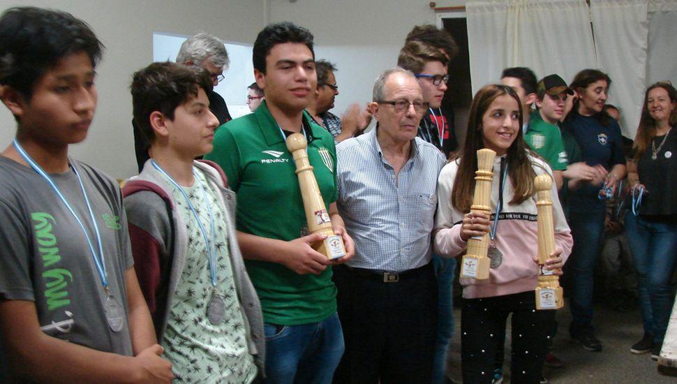 """Premiados en el """"Peoncito"""" 2018, torneo creado hace 25 años por el profesor Celso Rissolo y que volvió a mostrar su plena vigencia en esta edición."""