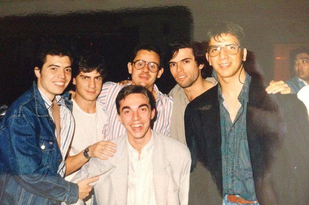 Mario Meoni con otros jóvenes de la Juventud Radical, entre ellos Andrés Malamud, quien subió la foto a su Twitter.