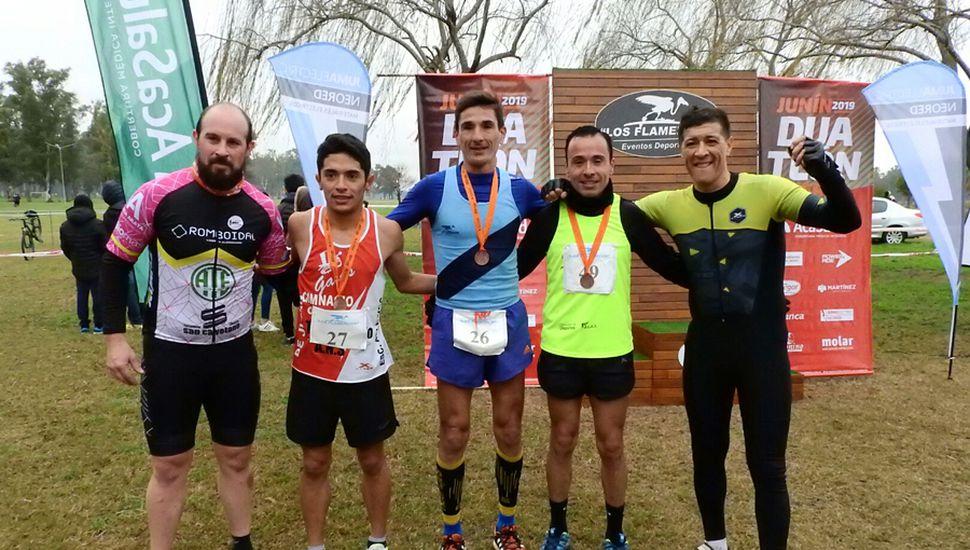 """Oscar """"Tete"""" Cabral, Jonathan García y otros participantes de la edición del """"Duatlón x Terra"""" 2019."""