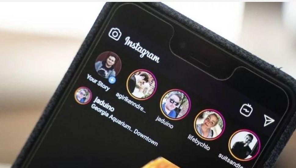 Cómo se ve el nuevo modo nocturno de Instagram