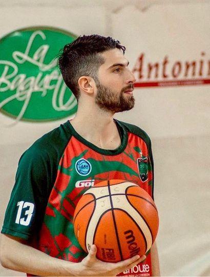 Maximiliano Tamburini se convirtió en el jugador con más presencias en el club Ciclista Juninense