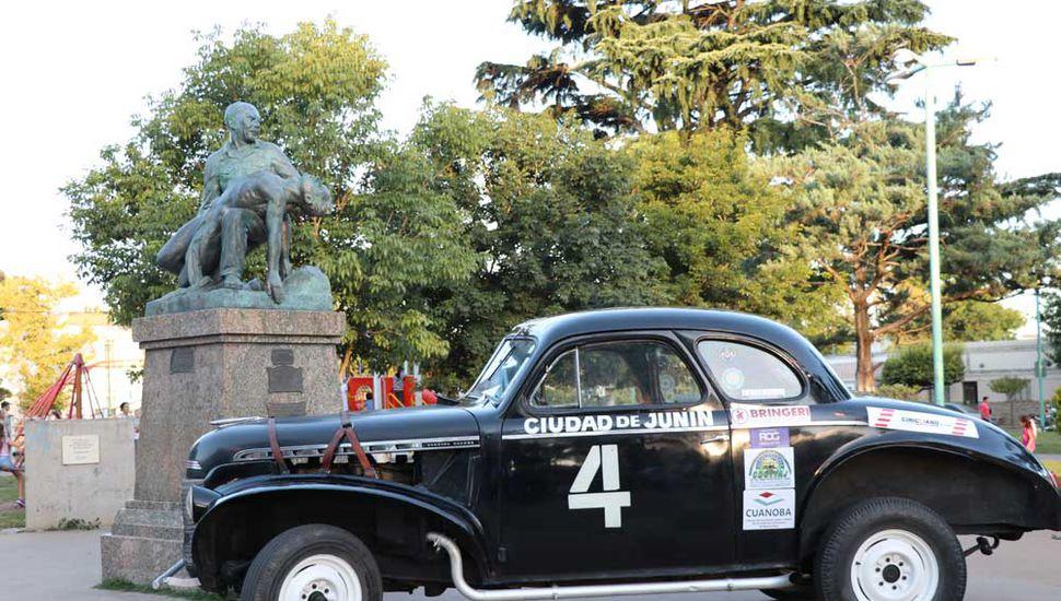 """El Chevrolet N° 4 que tripulaba el """"Caballero del Camino"""", cosechando grandes victorias."""