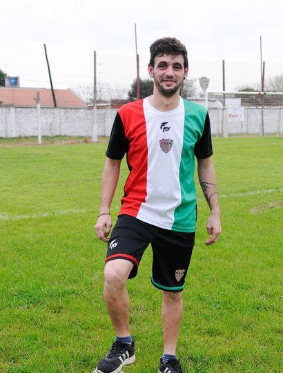 Lucas Ávila, hoy, en la cancha y defendiendo los colores del Tricolor.