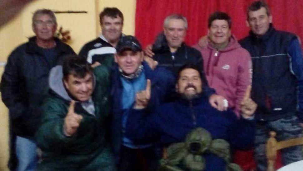 Participantes del concurso de pesca de carpas que ganó la dupla Cappio-Inglés.