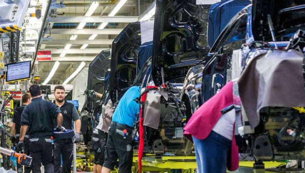 La industria se desplomó 8,4% en junio, según  la Unión Industrial