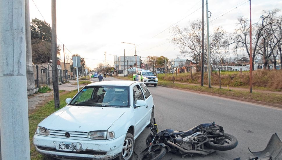 La mujer que guiaba el rodado de menor porte fue trasladada al Hospital Interzonal en una ambulancia del servicio de emergencias Intermed.