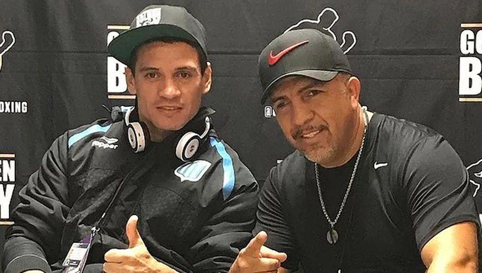 """Marcelino """"Nino"""" López y su entrenador, el mexicano Joel Díaz (derecha)."""