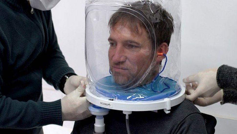 Argentinos diseñaron un casco que podría evitar el uso de respirador