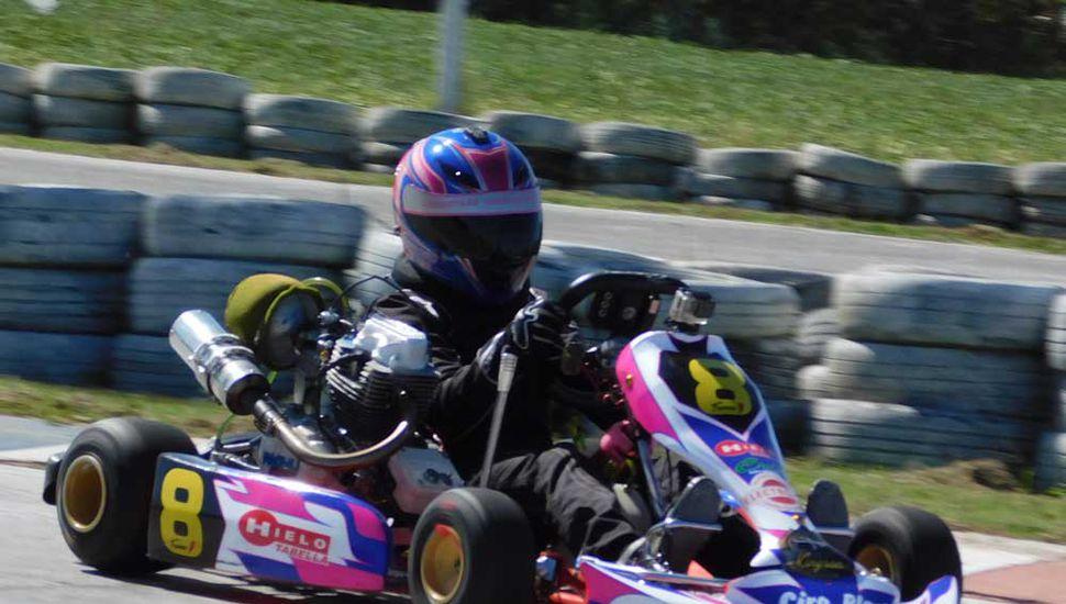 La piloto de Chacabuco radicada en Junín en plena competencia en Zárate.