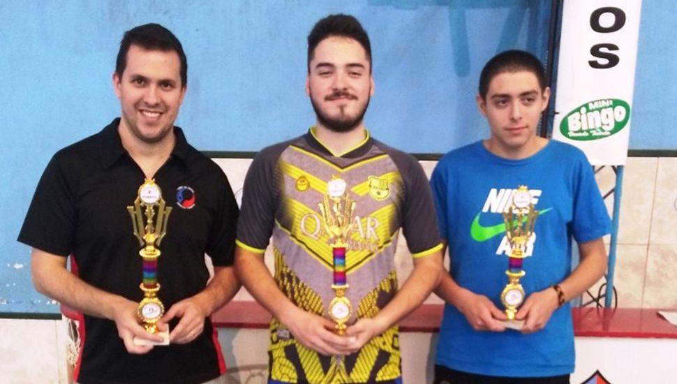 Los tres primeros en el torneo de cuarta en Venado Tuerto, con el juninense Agustín Yópolo segundo.