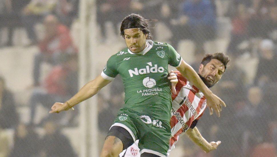 Aparecieron  los goles.  Pablo Magnín debutó en la red con  dos tantos, el delantero jugó  un gran partido.