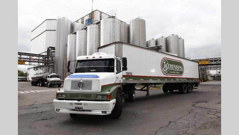Intiman a la principal empresa láctea por violar precios máximos