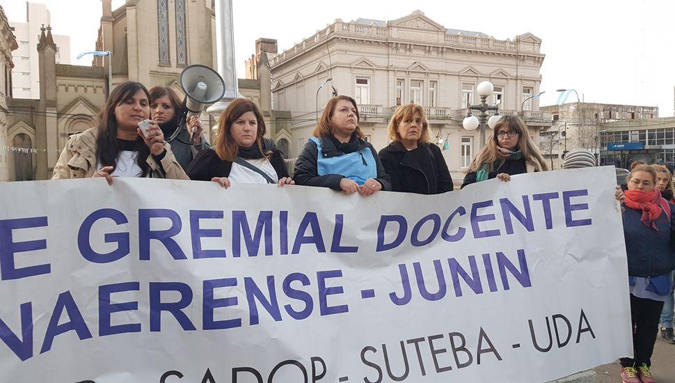 La medida de fuerza por tres días consecutivos (hoy, mañana y pasado mañana), fue convocada la semana pasada para exigir al Gobierno de María Eugenia Vidal una nueva oferta salarial.