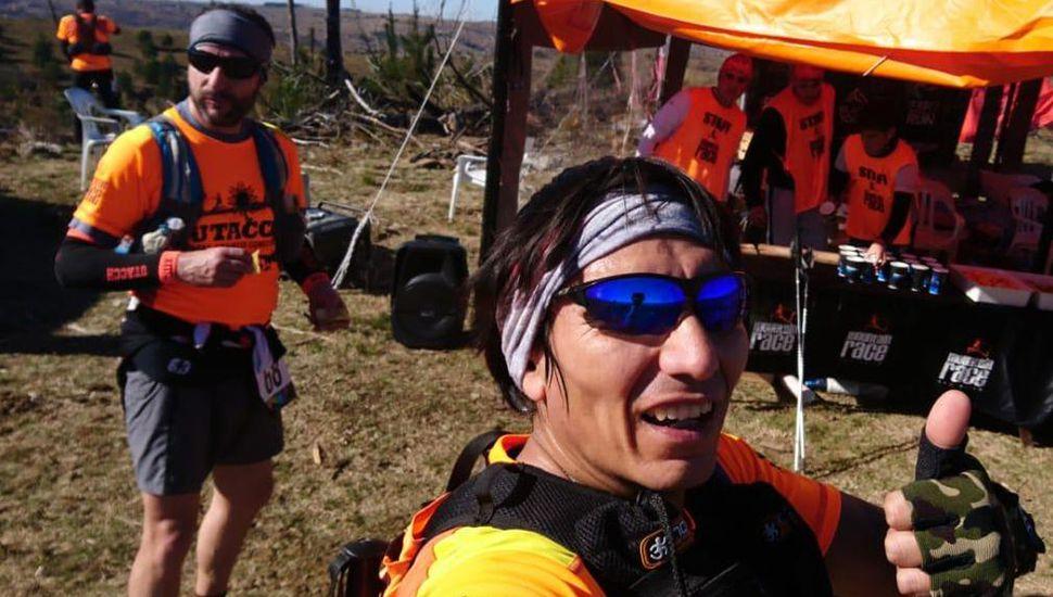 """El juninense Juan Policastro en una parte del trayecto de los 160 kilómetros de la competencia """"Ultra Amanecer Comechingón"""" 2019."""