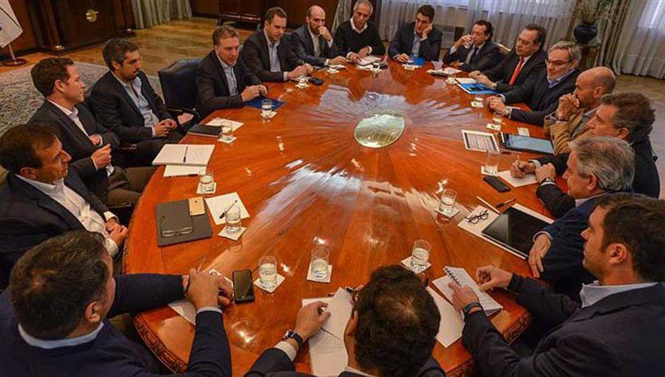 Dujovne compromete a ministros en la reducción del déficit fiscal