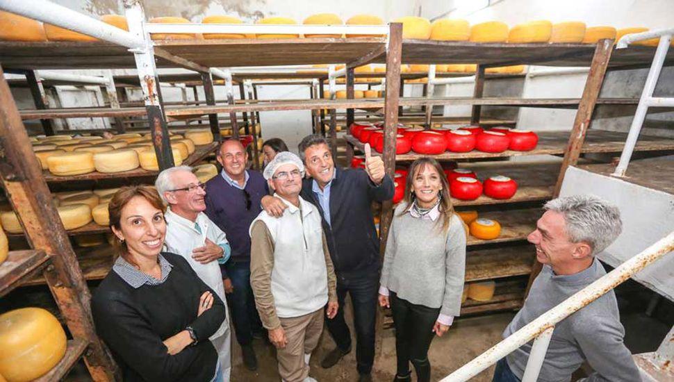 Massa visitó la fábrica de quesos Rodemar.