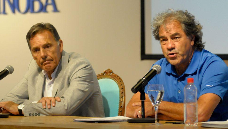 Miguel Ángel Russo (izquierda) y Patricio Hernández disertaron en la Unnoba.