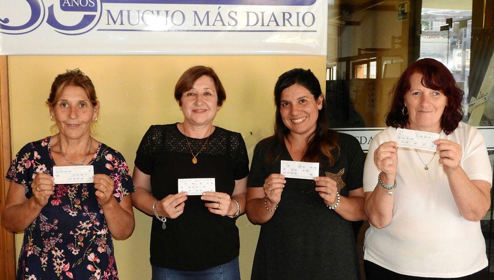 Mabel Carpaneto, Elba Roulet, Dafne González y Griselda Cochi, ganadoras anteriores de 112 mil pesos.