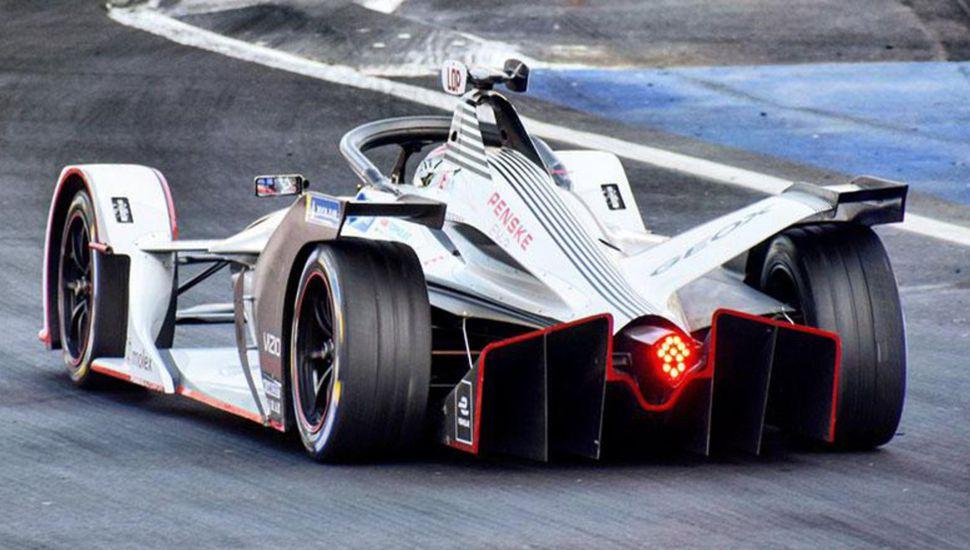 """El argentino José María """"Pechito"""" López se quedó sin potencia en el auto del equipo Dragon Racing y abandonó."""