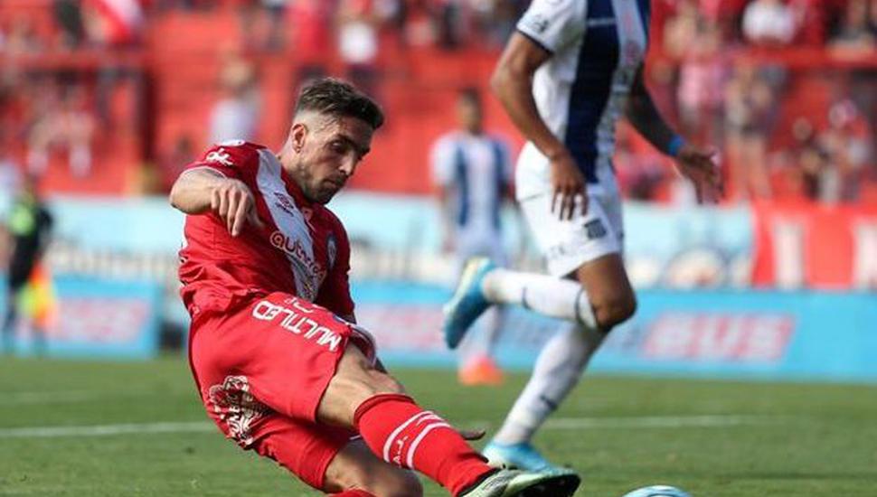 Gabriel Hauche marcó el gol que puso a Argentinios Juniors al tope de la tabla.