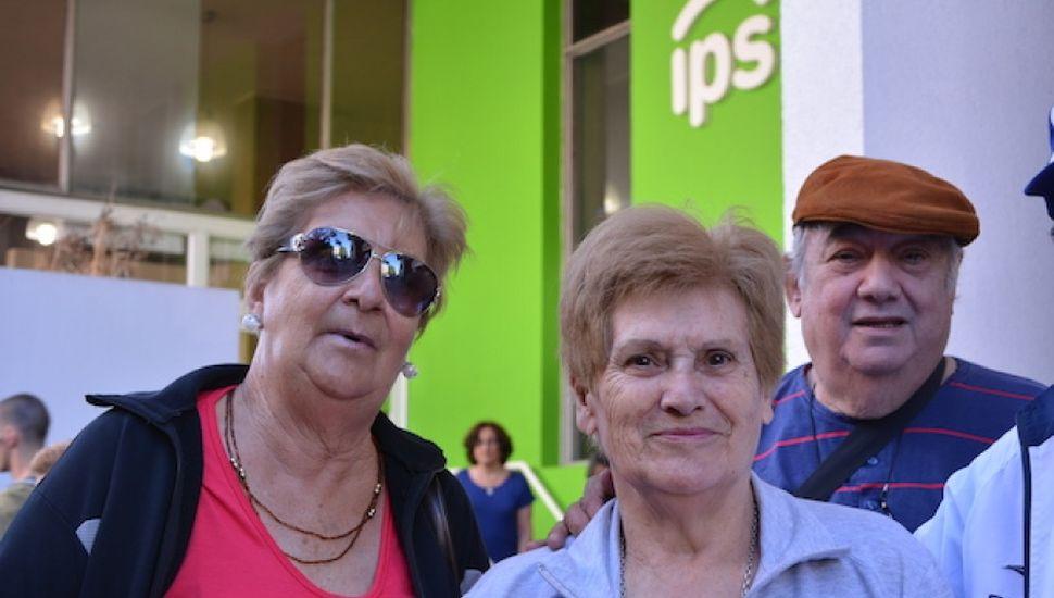 Cobran los jubilados y  pensionados del IPS