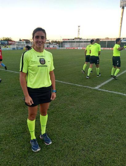 Hace ocho meses que Melina Eizaguirre se desempeña como árbitro en la Liga Deportiva del Oeste.