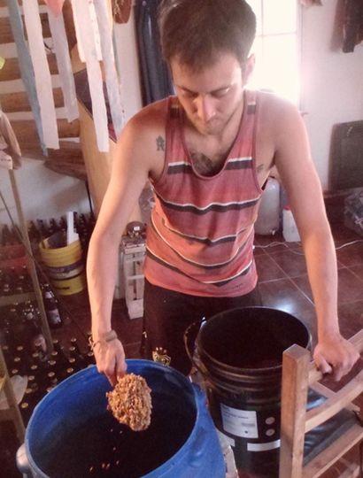 Federico Villafañe en El Bolsón donde comenzó a elaborar cerveza.
