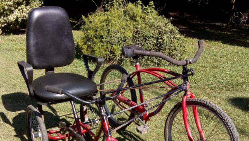 Entregan bicicleta adaptada para una mamá y su hijo con discapacidad