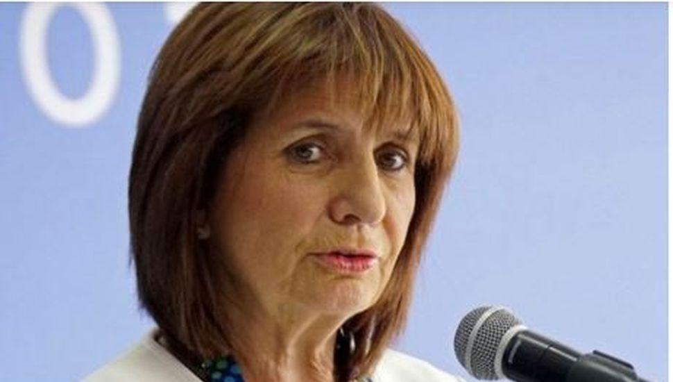 La defensa de Patricia Bullrich al policía que pateó a un hombre