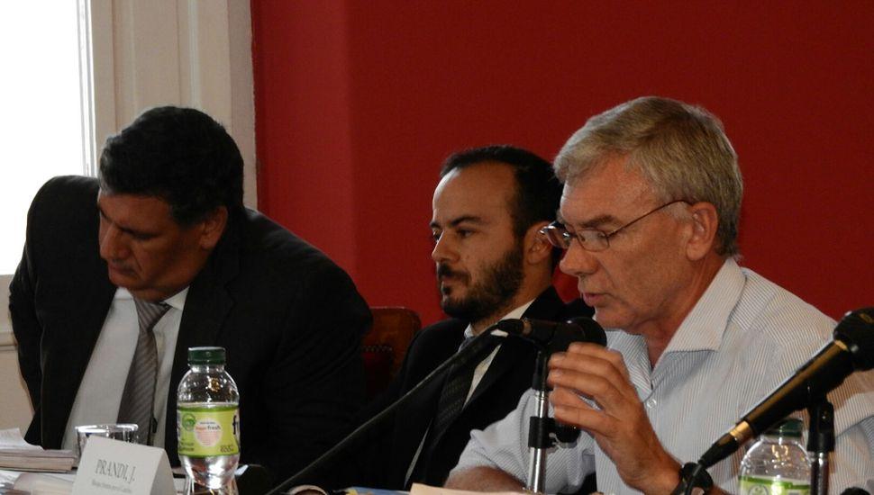 El oficialismo salió con los tapones de punta tras las propuestas de la oposición.
