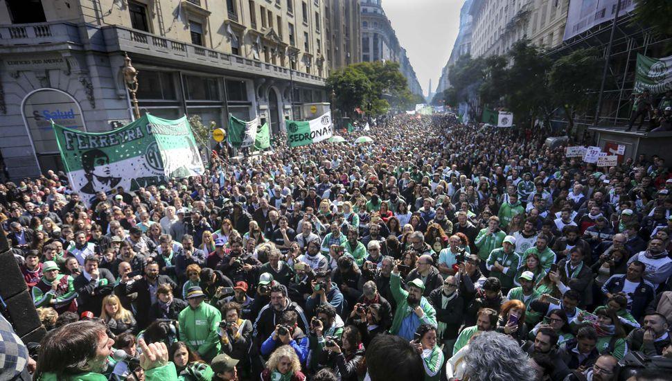 Protesta de investigadores y de despedidos de Agroindustria
