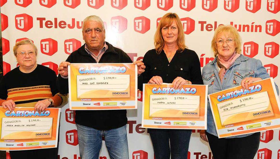 María Angélica Molinari, Hugo Luis González, Marta Alfaro y Elsa Muffarotto, los primeros ganadores del Cartonazo.