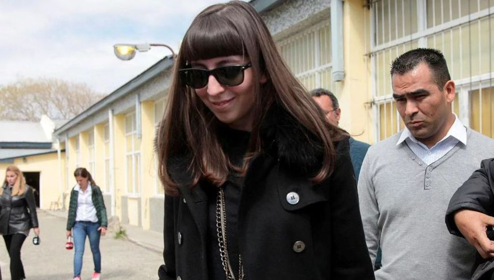 Ordenan que Florencia Kirchner se presente en la embajada argentina en Cuba cada 30 días