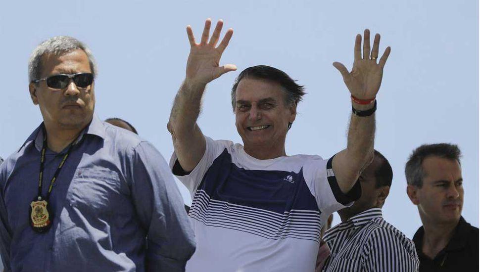 Bolsonaro sorprendió a la gente en una playa de Río