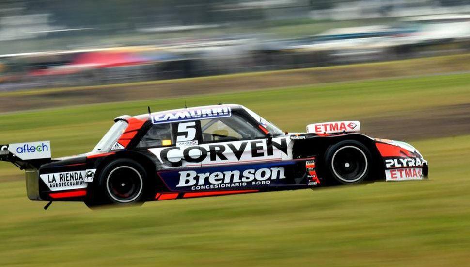 El Ford de Matías Rossi logró el primer puesto en la clasificación.