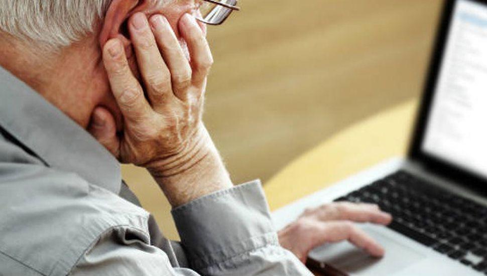 Dictan cursos de alfabetización digital para adultos mayores
