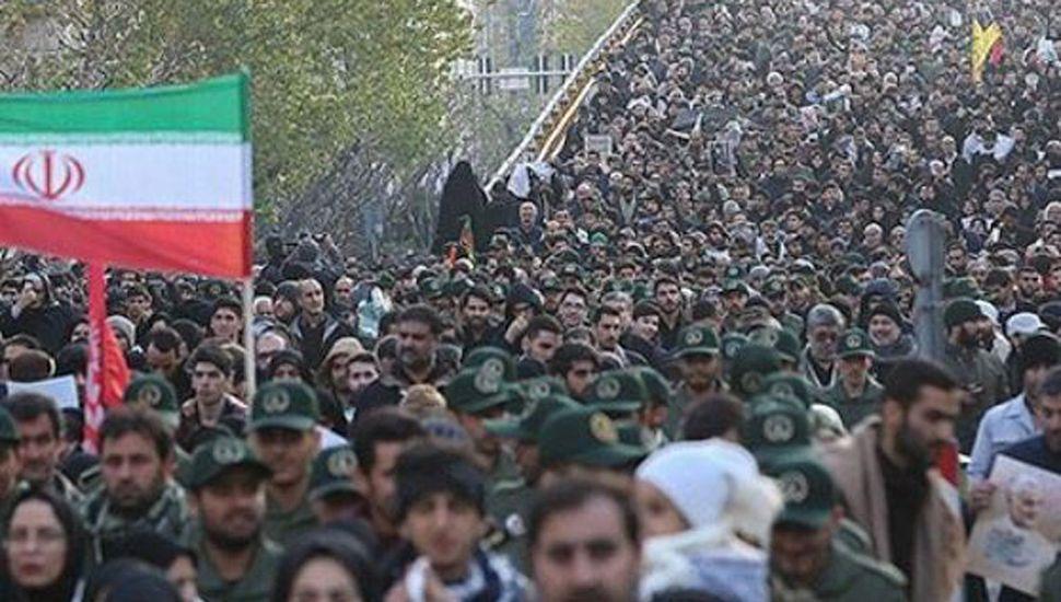 Una marea humana en la despedida de Qasem Soleimani