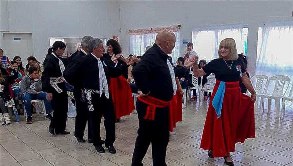 Danzas folclóricas.