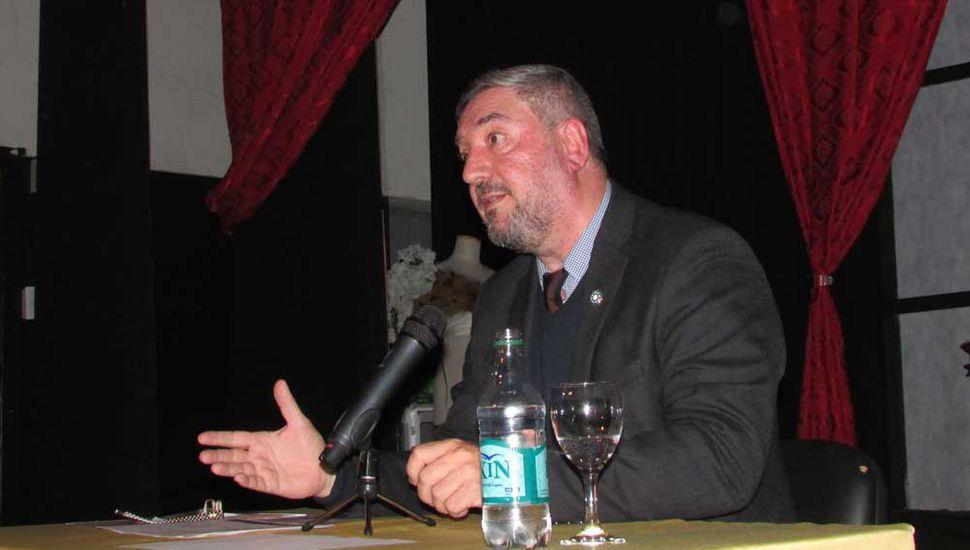 El rector de la Unnoba, Guillermo Tamarit, disertó sobre los desafíos de la educación superior.