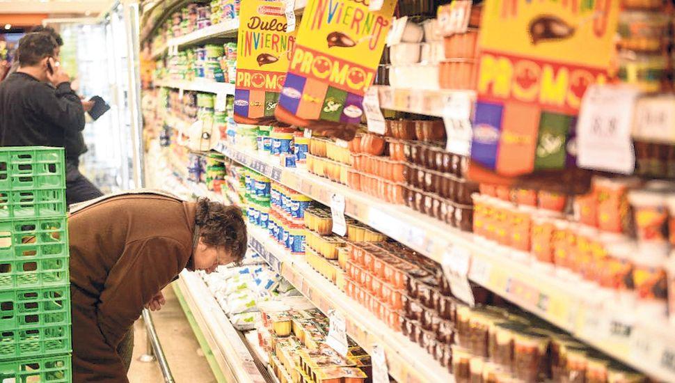 La inflación, que golpea a los sectores de menores recursos e ingresos fijos, es uno de los flancos débiles del Gobierno.
