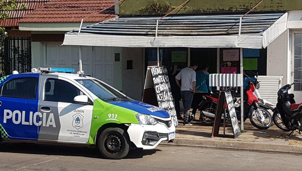 Personal policial se acercó al lugar del hecho.