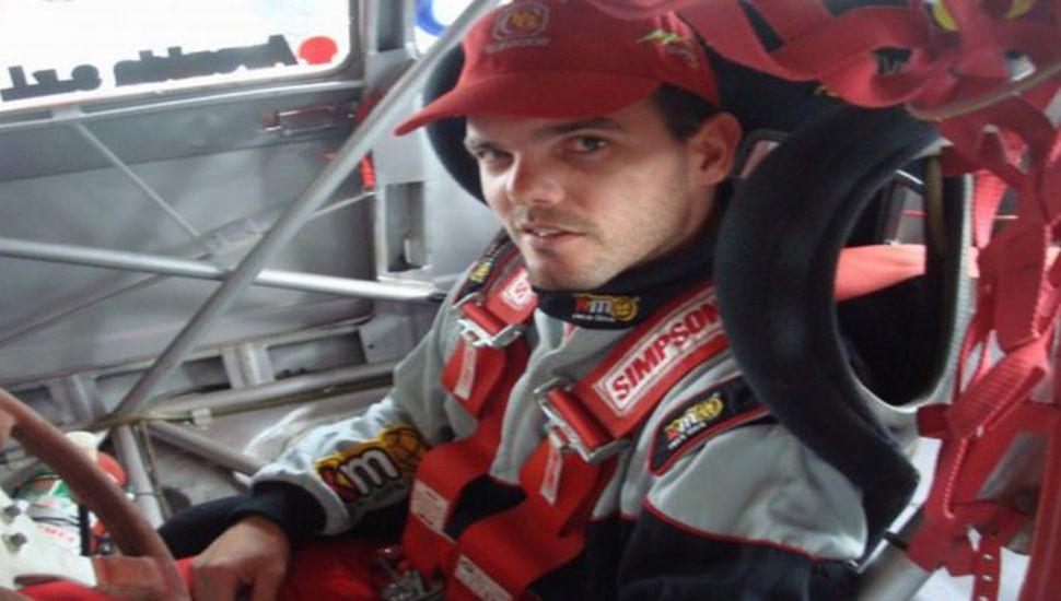 Murió el piloto Juan Iglesias que había quedado atrapado en su auto de carrera en llamas