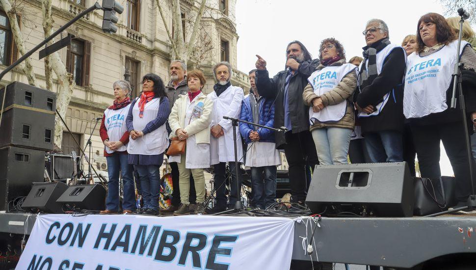 Docentes se movilizaron a Plaza de Mayo con reclamo salarial